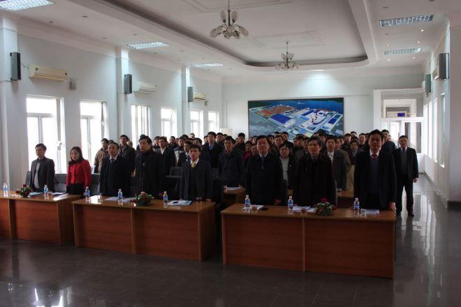 Hội nghị tiến hành nghi thức chào cờ